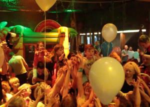 Promo Welpenfestijn poppodium Atak Enschede, still uitgelicht | Studio Index